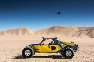 dune buggy vid sanddynerna foto