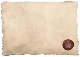 gammalt papper med vaxförsegling isolerad på vitt foto