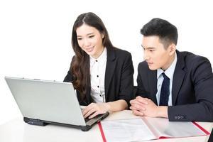 affärsman och affärskvinna diskussion foto