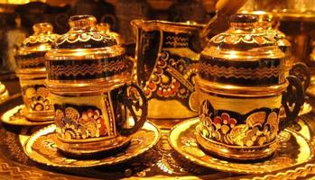 traditionella turkiska kaffekoppar foto