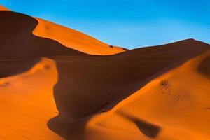de höga sanddynerna i erg chebbi, Marocko foto