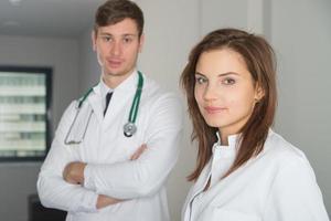 två läkare på kliniken foto