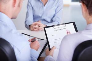 arbetsgivare som kontrollerar CV foto