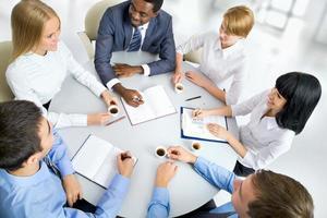 affärsmän som arbetar tillsammans. foto
