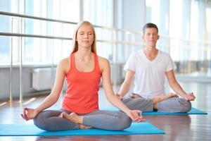 mediterar tillsammans foto