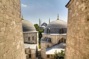blå moské sett från hagia sophia foto