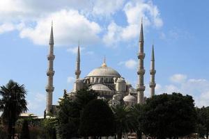 fasad av blå moské