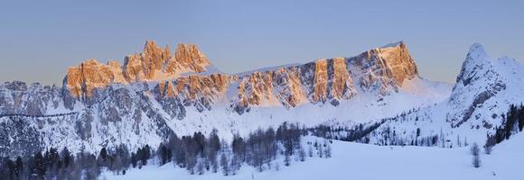 croda da lago vid solnedgången (Dolomiterna - Italien)