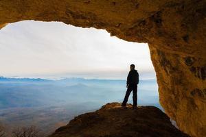 man storsteg och grottor foto