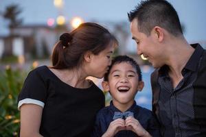 asiatiska familjeporträtt foto
