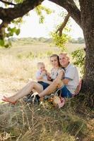 familj på en picknick