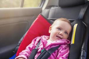 barn i bilen foto