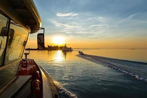 solnedgång fartyg foto