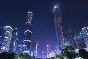 guangzhou stad i Kina på natten foto