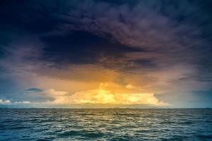 tropisk solnedgång foto