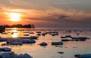 is-vatten solnedgång foto