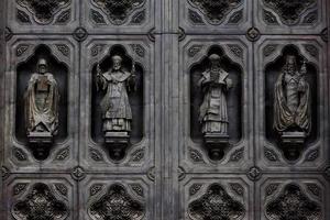 Moskva, Kristus frälsarkatedralens dörr foto