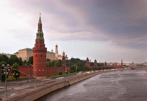 regniga moln över Moskva