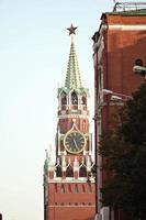 röd fyrkantig moskva vintersnö foto
