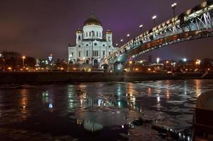 katedralen av Kristus frälsaren på natten. foto