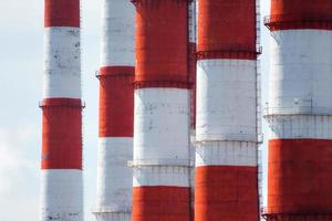 röda och vita rör foto