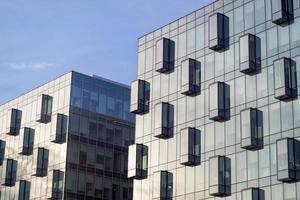 kontorsbyggnader glasfasader foto