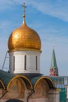 ryssland. moskva. antagande domkyrka i kremlens ortodoxa kyrka, patriarkalska torget foto