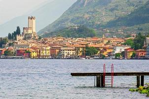 Gardasjön, malcesine stad (Veneto, Italien) foto
