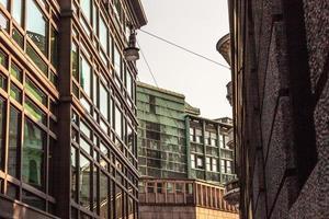 gröna metallbyggnader foto