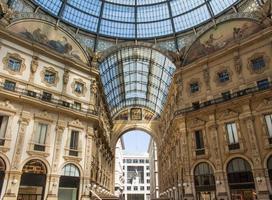 galleria vittorio emanuele ii i milan, italien. foto