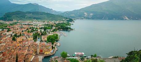 Gardasjön, Riva del Garda, HD Panorama-collage foto