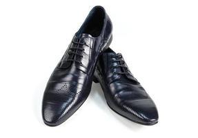 svarta läders mensskor isolerade sidovy foto