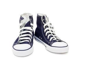 atletiska skor - herrskor på en vit bakgrund.