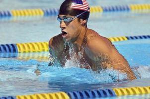 konkurrenskraftig simmare foto