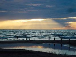 majestätiska blå solnedgång foto