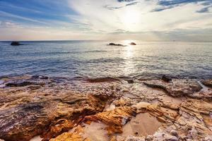 strand vid solnedgången foto