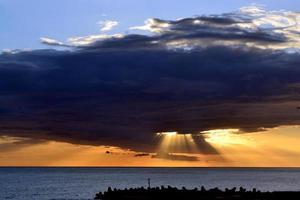 solnedgång och moln.