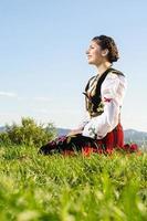 traditionell serbisk kvinna foto