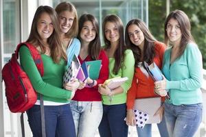unga kvinnliga studenter foto