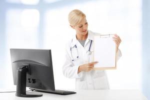 kvinnlig läkare porträtt foto