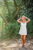 vacker ung brudkvinna foto
