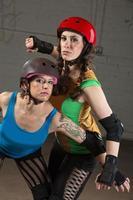 kvinnliga roller derby skatare