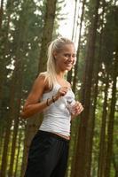 ung kvinnlig jogger foto