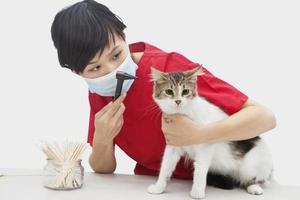 kvinnlig veterinär på jobbet foto