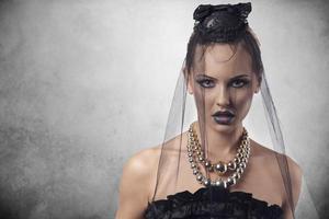 gotisk kvinna med halloween stil foto