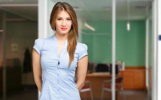 le unga kvinnliga chef porträtt foto