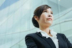 attraktiv kvinnlig asiatisk företagsledare foto