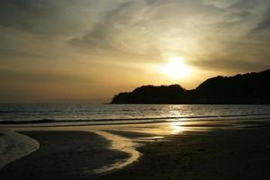 solnedgång i yuigahama foto