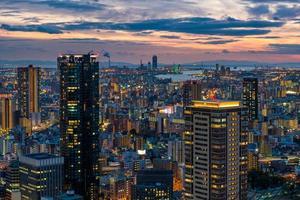 solnedgång över osaka foto