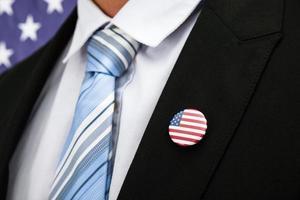 affärsman med amerikansk emblem
